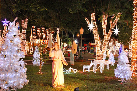 Cenário do Natal dos Anjos começa a ser desmontado pela prefeitura